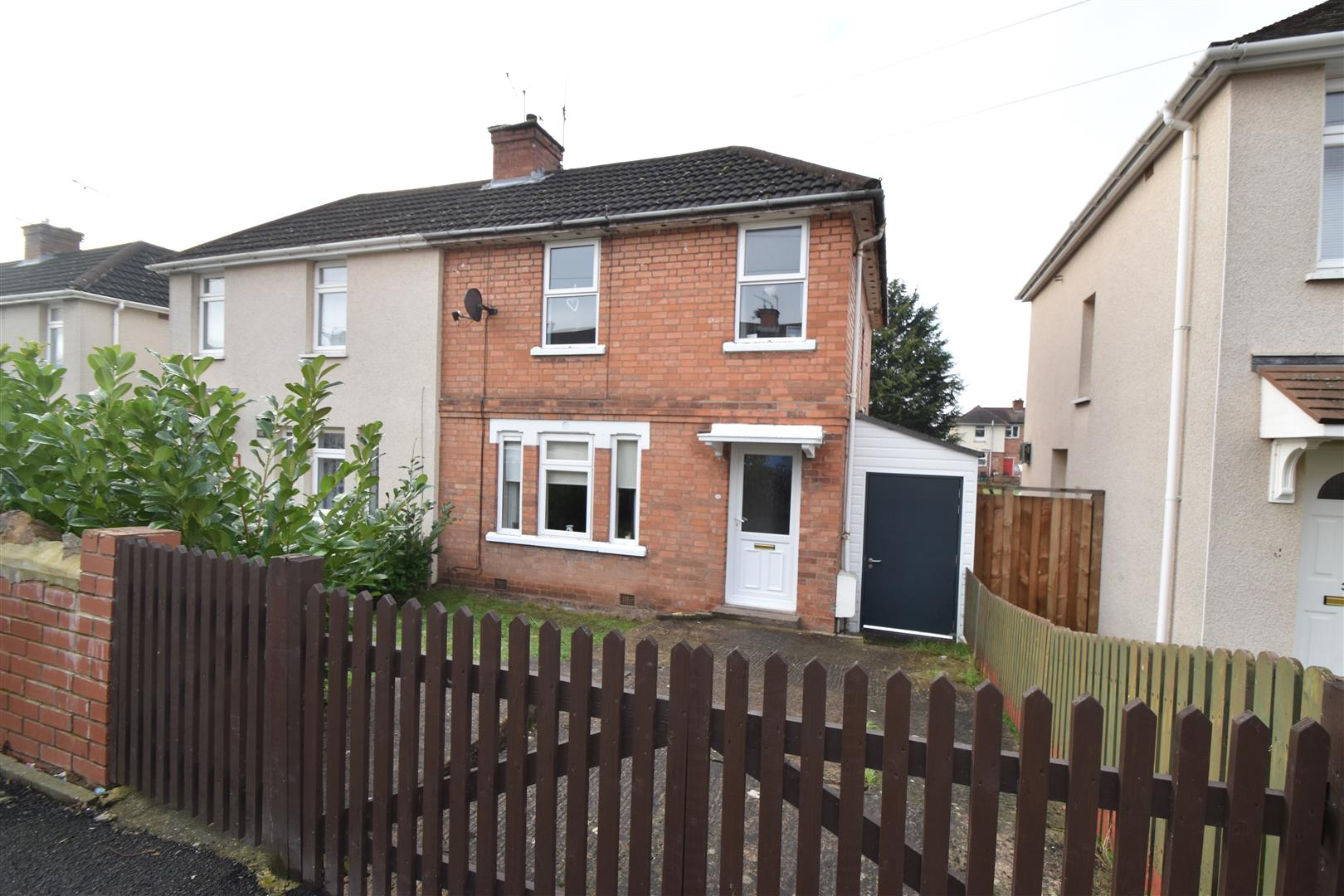 3 Bedrooms Semi Detached House for sale in Maple Avenue, Worcester